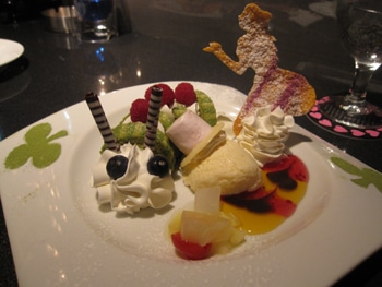 alice im wunderland cafe in shinjuku dessert (c) Foto: Bleak Hilly Coal County